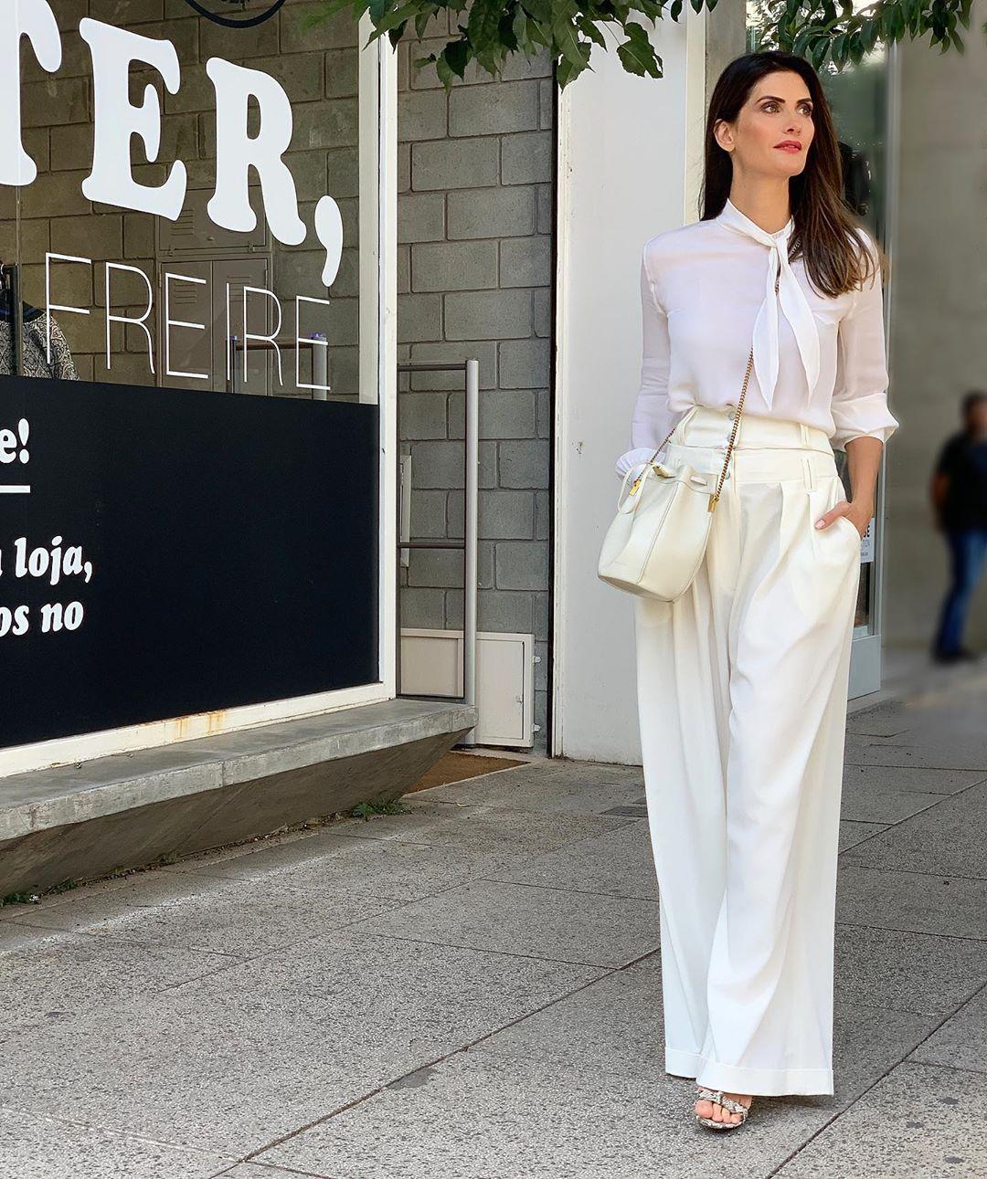 Isabella Fiorentino veste look todo branco para gravar Esquadrão da Moda